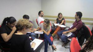 Dinâmicas em grupo durante a oficina. Foto: Rafaella Arruda.